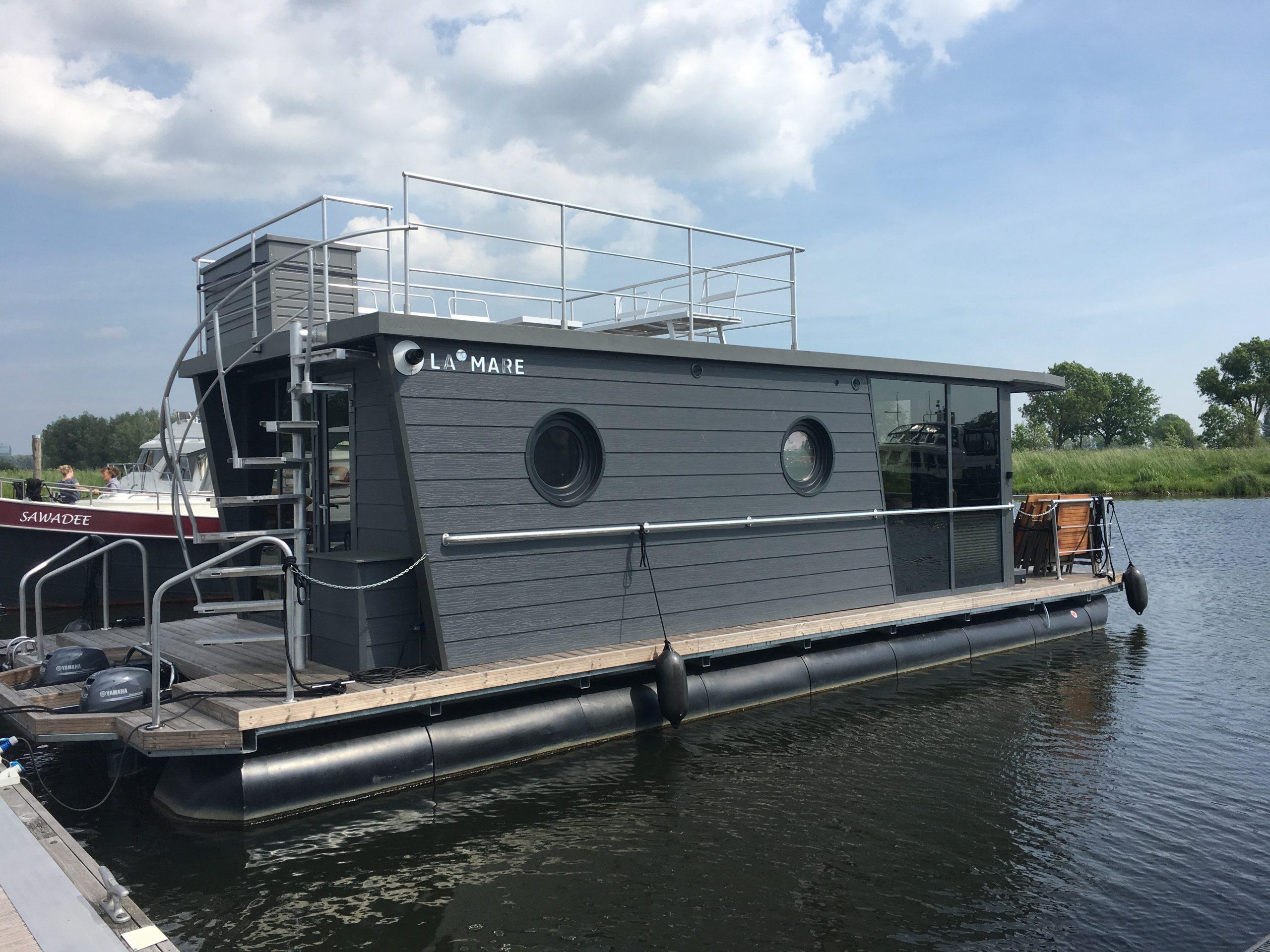 Houseboat Himmelblau