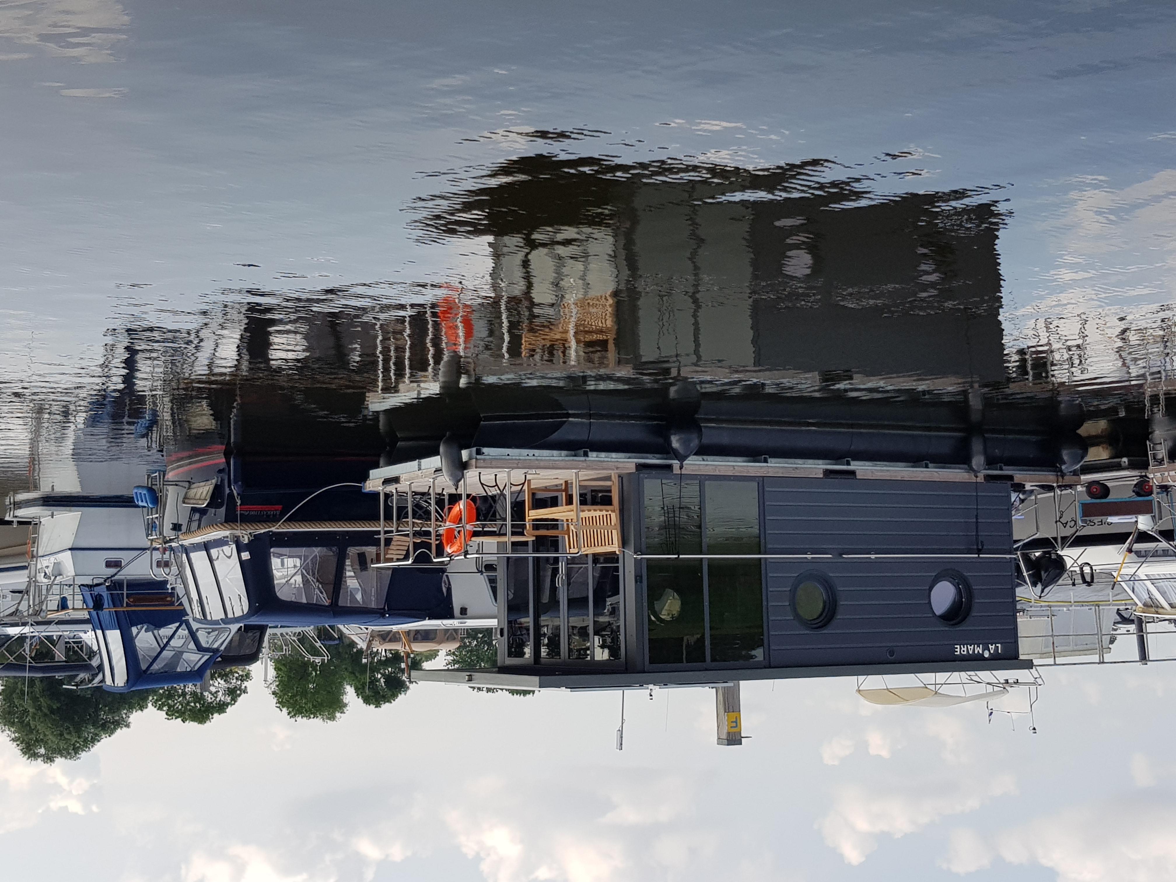 Houseboat lucky