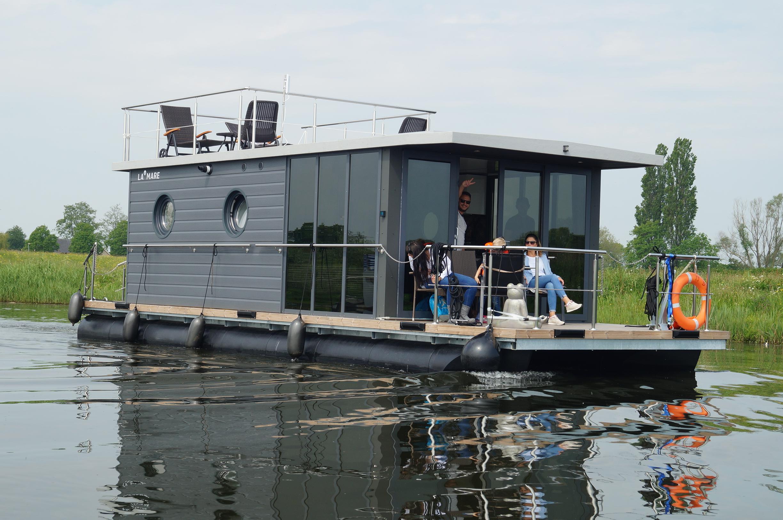 Houseboat Maxi